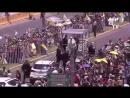 Папа Римский помог упавшей с лошади женщине полицейскому