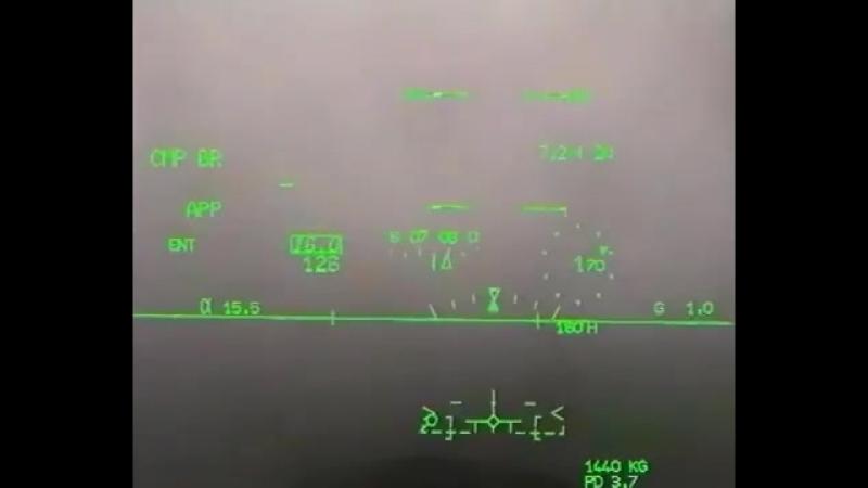 Посадка (в тумане) истребителя Dassault Rafale на авианосец от первого лица