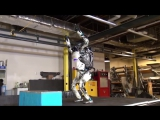 Робот от Boston Dynamics делает сальто