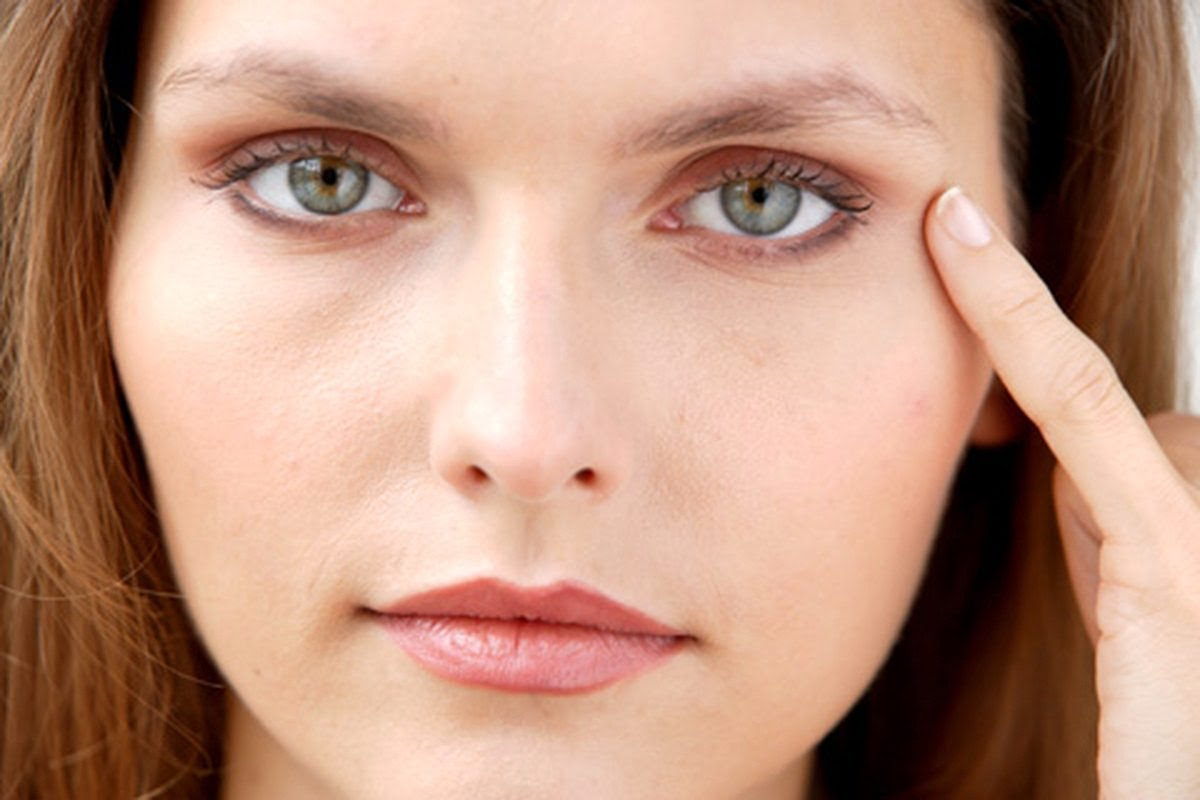 Биотин может помочь вам удалить морщины глаз