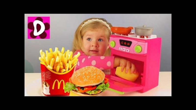 Чудо Кухня ИГРАЕМ В ПОВАРА Макдональдс Готовим Еду в Волшебной Печи Видео для Детей про Еду