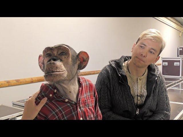 Шимпанзе Микки и дрессировщик Мурад Хыдыров гости Ижевского циркового фестиваля