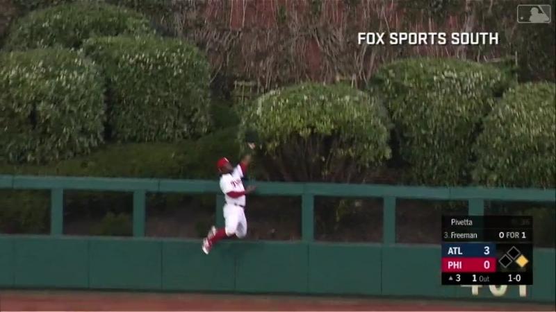Must C: Herrera robs home run © MLB.TV
