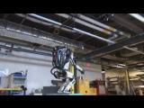 Робот пытается сделать сальто
