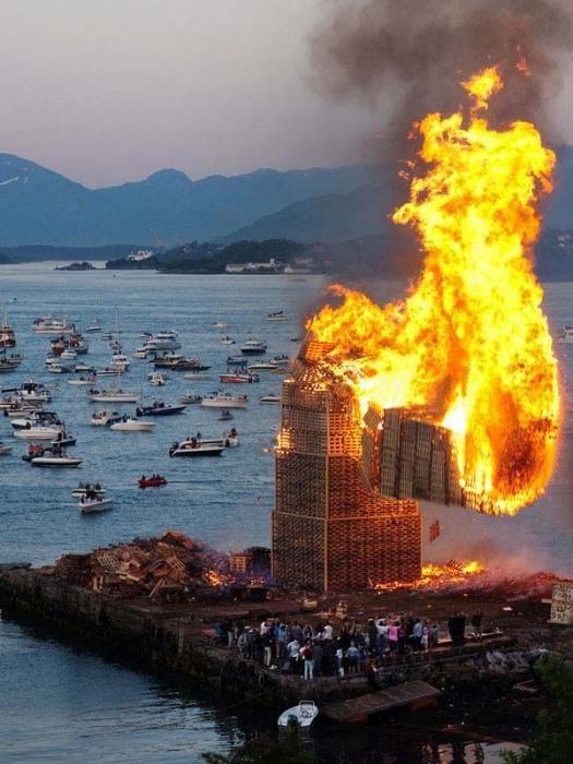 Традиция зажжения огромных костров