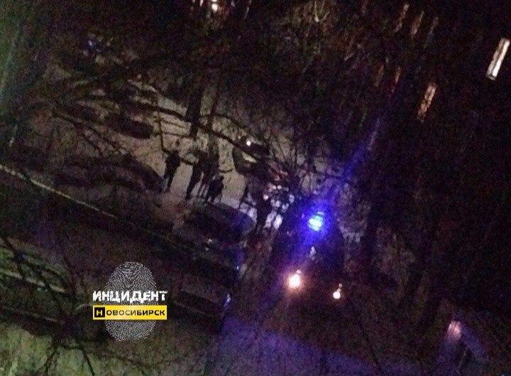 ВЛенинском районе Новосибирска зарезали юного парня