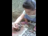 Бедная девочка плачет [Типичный Кавказ]