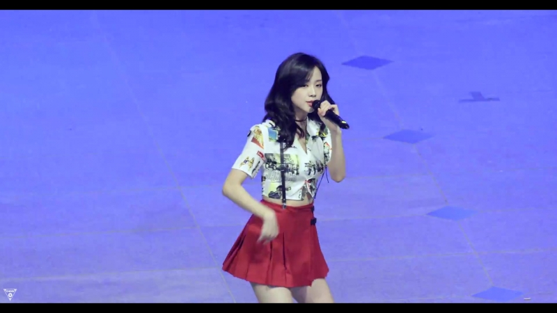 180524 JISOO - PLAYING WITH FIRE @ Hanyang University Festival