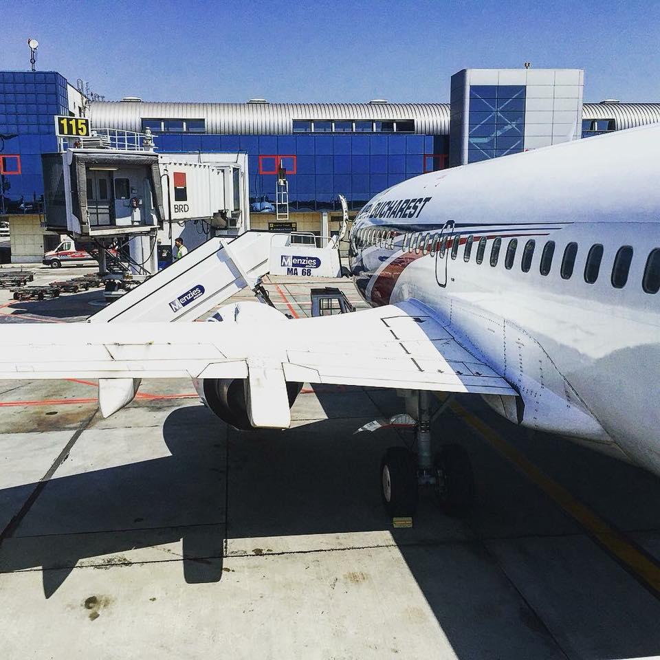 Самолет готовится встретить пассажиров