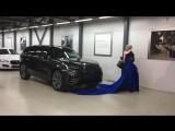 Счастливая обладательница Range Rover Velar