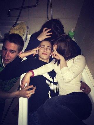 Фото на аву без лица для девушек с друзьями