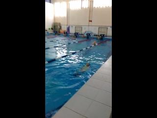 учимся проплывать на спинке