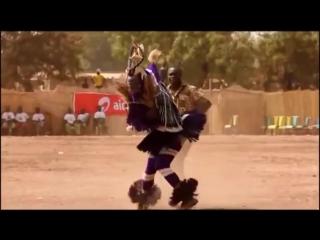 А когда на море качка! Прикольный танец папуаса. Танцуют все