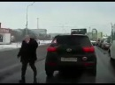 г.СТАРЫЙ ОСКОЛ / АВТОХАМ нападает и избивает ДЕВУШКУ на дороге.