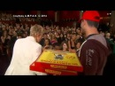 Ellen DeGeneres Serves Up Pizza at Oscar Awards