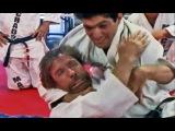 Чак Норрис проиграл реальный бой удушающим  Редкое видео