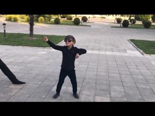 Ребенок Супер Танцует 2018 Новая Чеченская Песня Madina Yusupova Лезгинка Assa Group ALISHKA ELCHIN (1).mp4