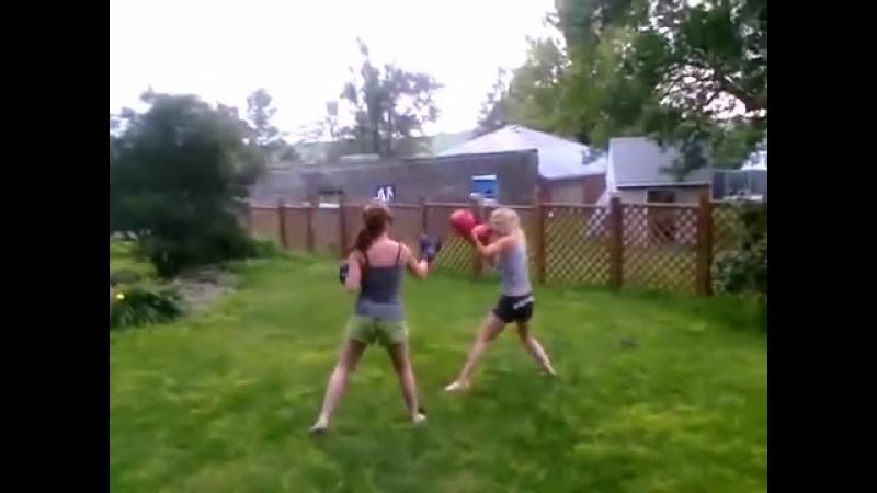 Kayla_and_Sam_Boxing.wmv
