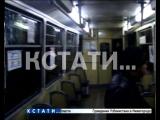 Красочный вандализм - бомбами с краской хулиганы закидали трамвай.