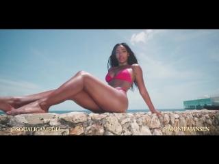Monifa Jansen очаровательная негритянка в бикини