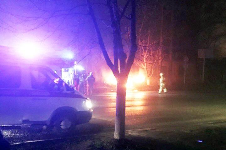 В Таганроге после столкновения с «девяткой» загорелась «семерка», один человек пострадал