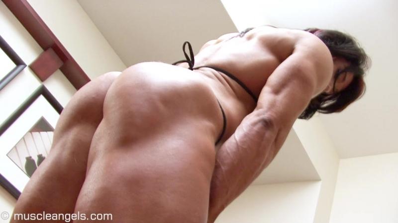 Alina_popa_bulging_muscular_legs1