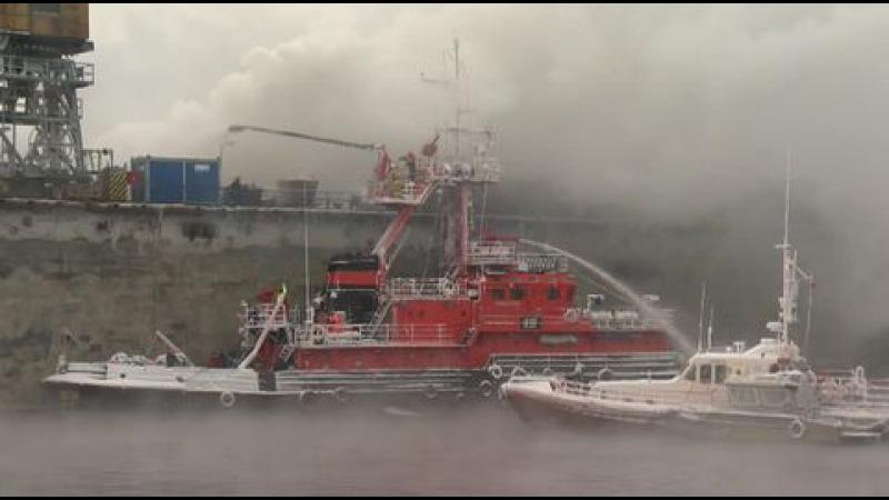Вести.Ru: Для тушения пожара на траулере в Мурманске могут затопить док