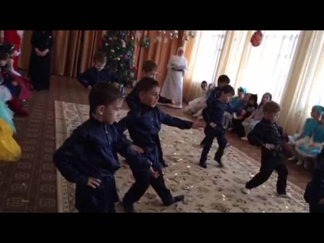 группа Колокольчики танец Мальчики потолок