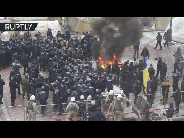 16 января 2016. Киев. Полицейский пострадал в столкновениях у здания Рады в Киеве