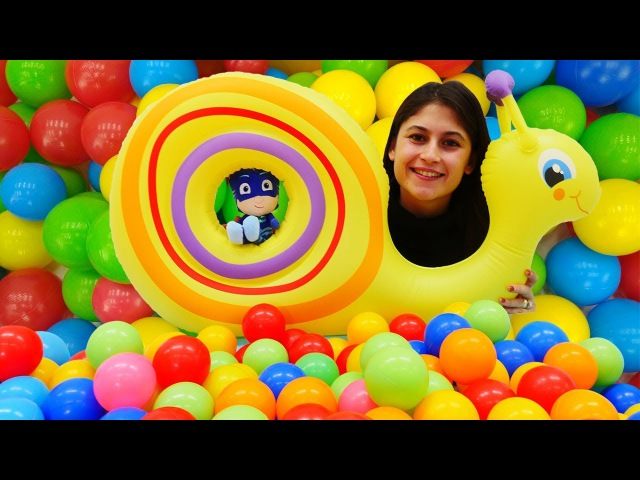 Ayşe'nin oyuncak kreşi! PJ Maskeliler top havuzu ⚽⚽⚽ yapıyor! eğiticivideo çocuklar için