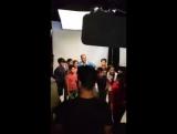 Акшай с детьми во время съёмок рекламного промо-видео для #PadMan