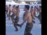 Необычная тренировка солдат наво снегу
