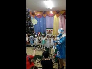 Танцуют всееееее))