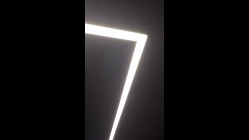 Световые парящие полосы