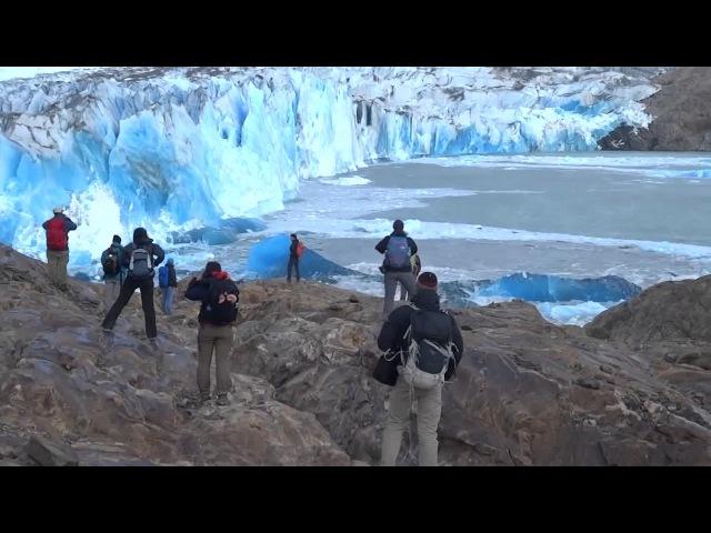Обрушение части ледника на глазах у туристов