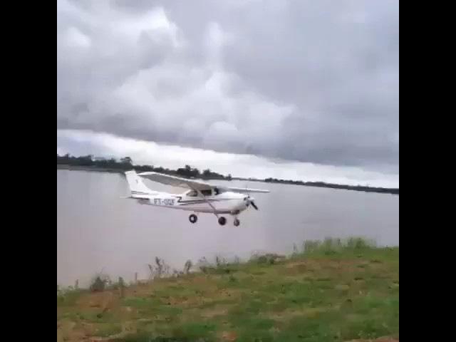 Cessna 172 crazy flying