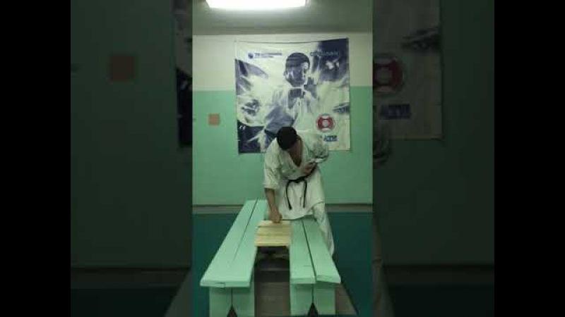 Россошанец на тренировке разбил 5 дощечек с зажатым в кулак яйцом, Блокнот Россошь,15.03.2018