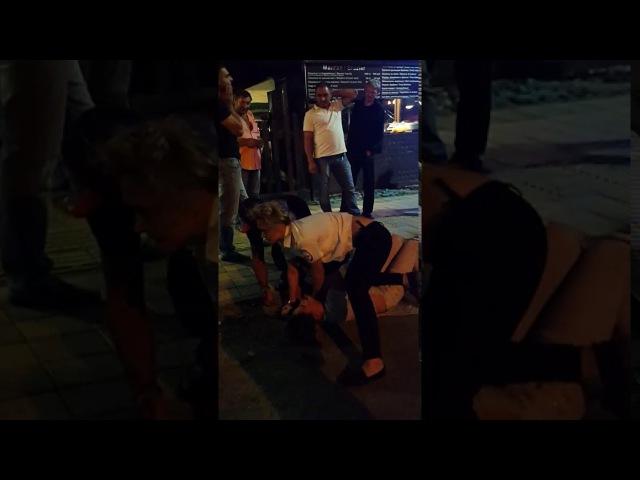 Драка с полицией Сочи Бабы нажрались и буйствуют Задержание