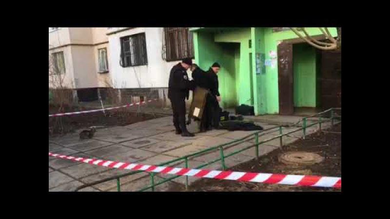 Взрывотехники продолжают работу в многоэтажке на улице Шишкина
