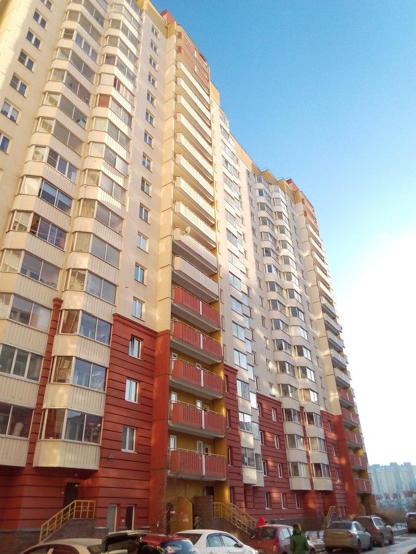 Продается 1 комнатная квартира с большой кухней, в Приморском районе СПб.  K0mYFyLzNF0