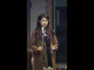 Sowon's reaction to the radio show playing me gustas tu instead of trust