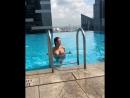 Сладкая малышка в бассейне голышом , не порно , секси , сиськи , попка