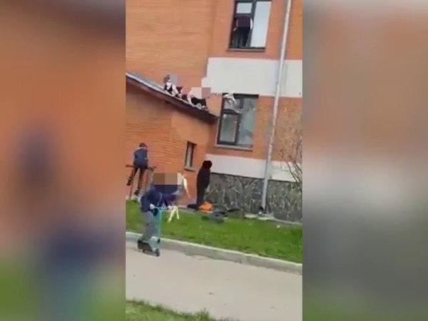 Видео падения школьницы из окна многоэтажки в Юрге/VSE42.Ru