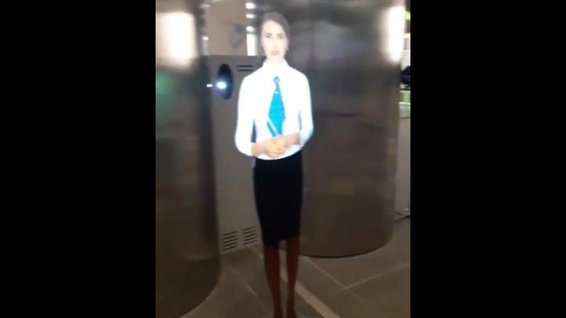 Элла Суханова в крымском аэропорту