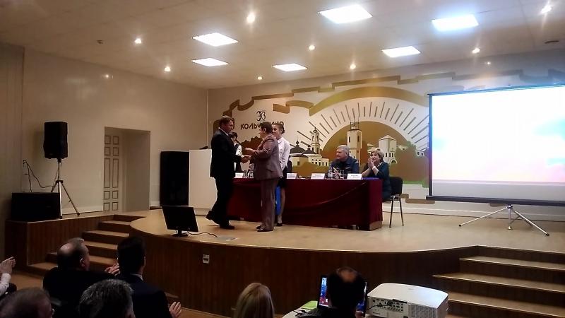 Губернатор Светлана Орлова наградила директора Электрокабеля Владимира Иванова