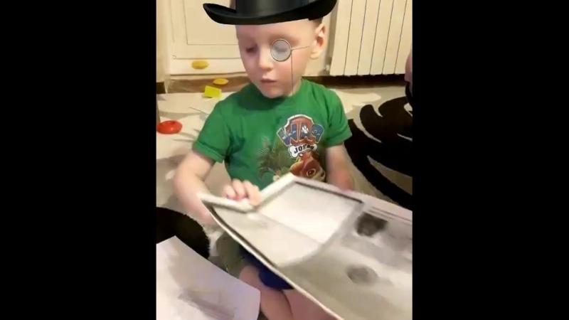 Сын важный с документами,Мама помогает...🤳🗂😉