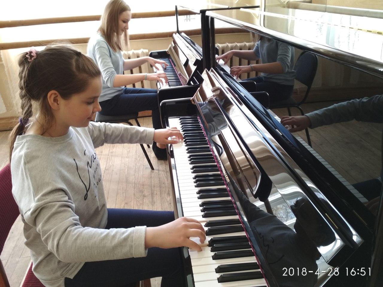 Детские школы искусств Боровского района получили новые фортепиано