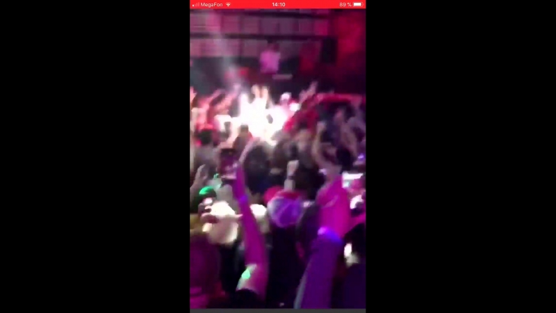 В России у мужиков есть одно классное занятие. Собираться в клубах и петь песню Максим «Знаешь ли ты».