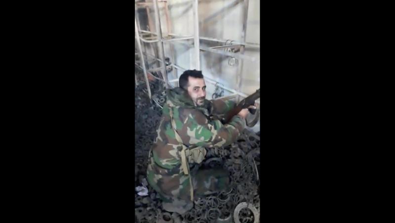 Видео армейцев из цеха 646 осажденной Транспортной автобазы
