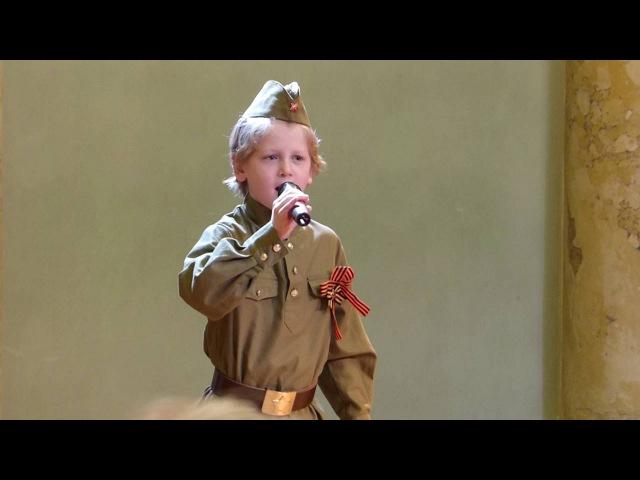 Мальчишки у Стен Ленинграда (исп. Туркин Григорий - 8 лет)